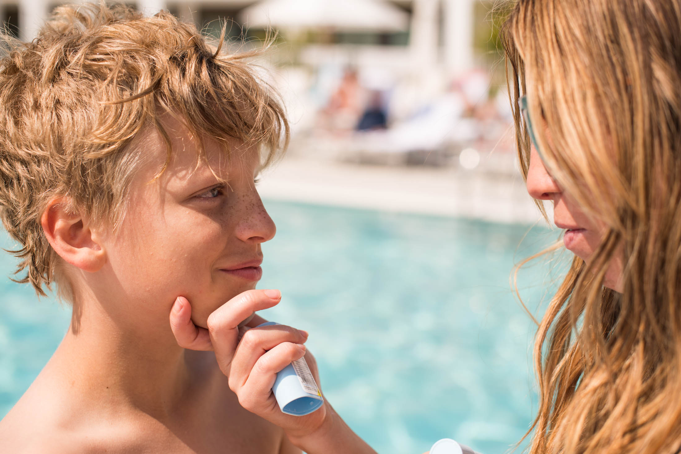 Safe sunscreen for baby, toddlers & kids? It's an annual question. Supergoop! is a fav, so we're reviweing the mineral Sunnyscreen in stick, lotion & spray.