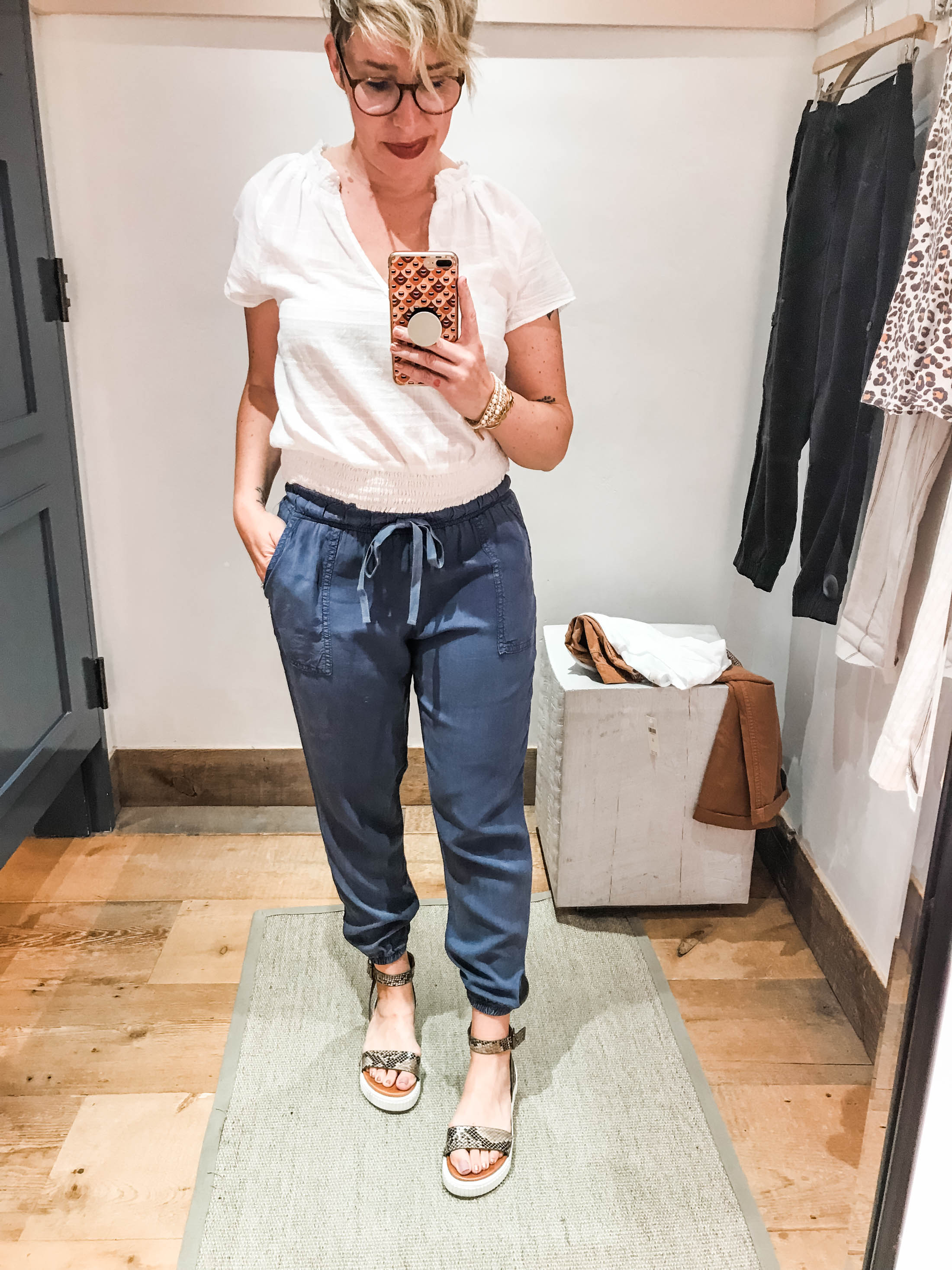 Cute summer outfits sans shorts? We're on it. Time for #dressingroomselfies at Anthropologie. Checking out lightweight, non-jeans pants —some with Tencel.