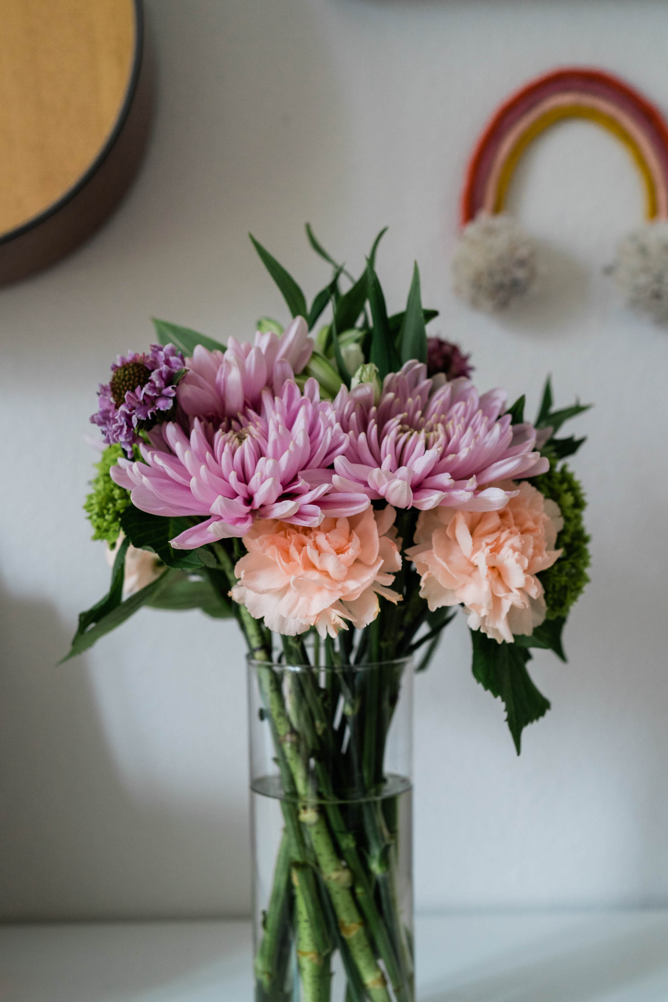 Looking for the perfect bouquet of flowers to order? Urban Stems. Yup. They offer gorg bouquets nationwide — unique & just like the photos. Gifting, DONE.