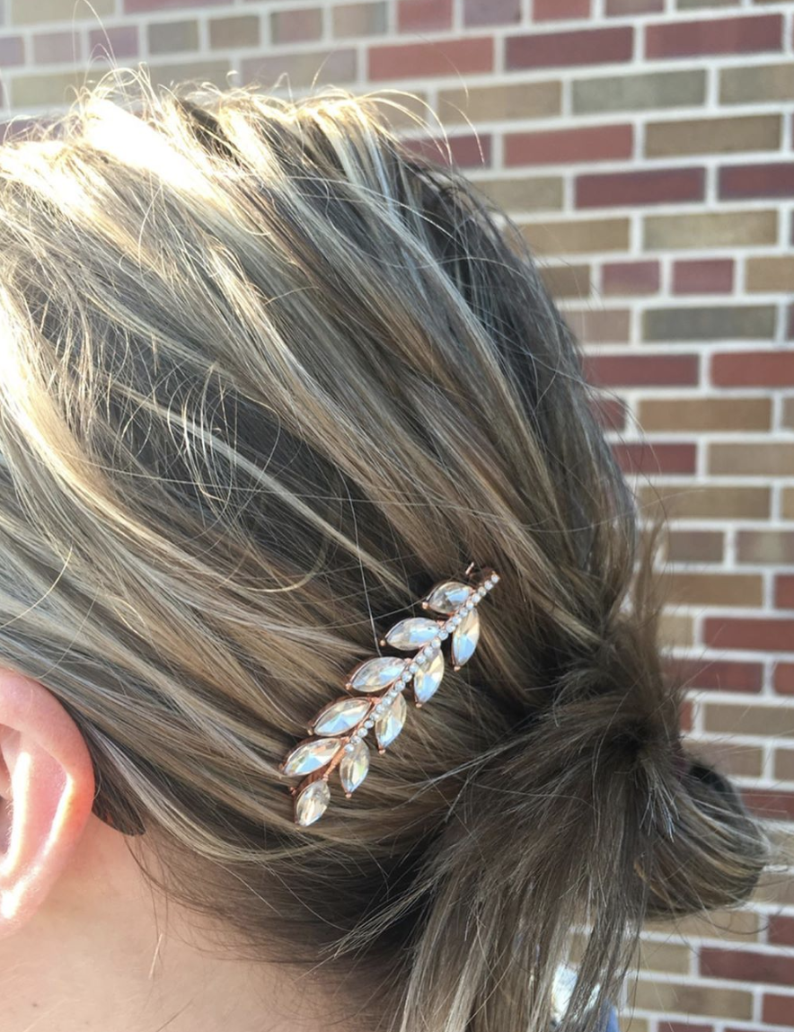 #TMEStyleChallenge 4: Wear a barrette (or 2) in your hair is on! The Mom Edit Readers rocked the pretty hair clip look — check it out.