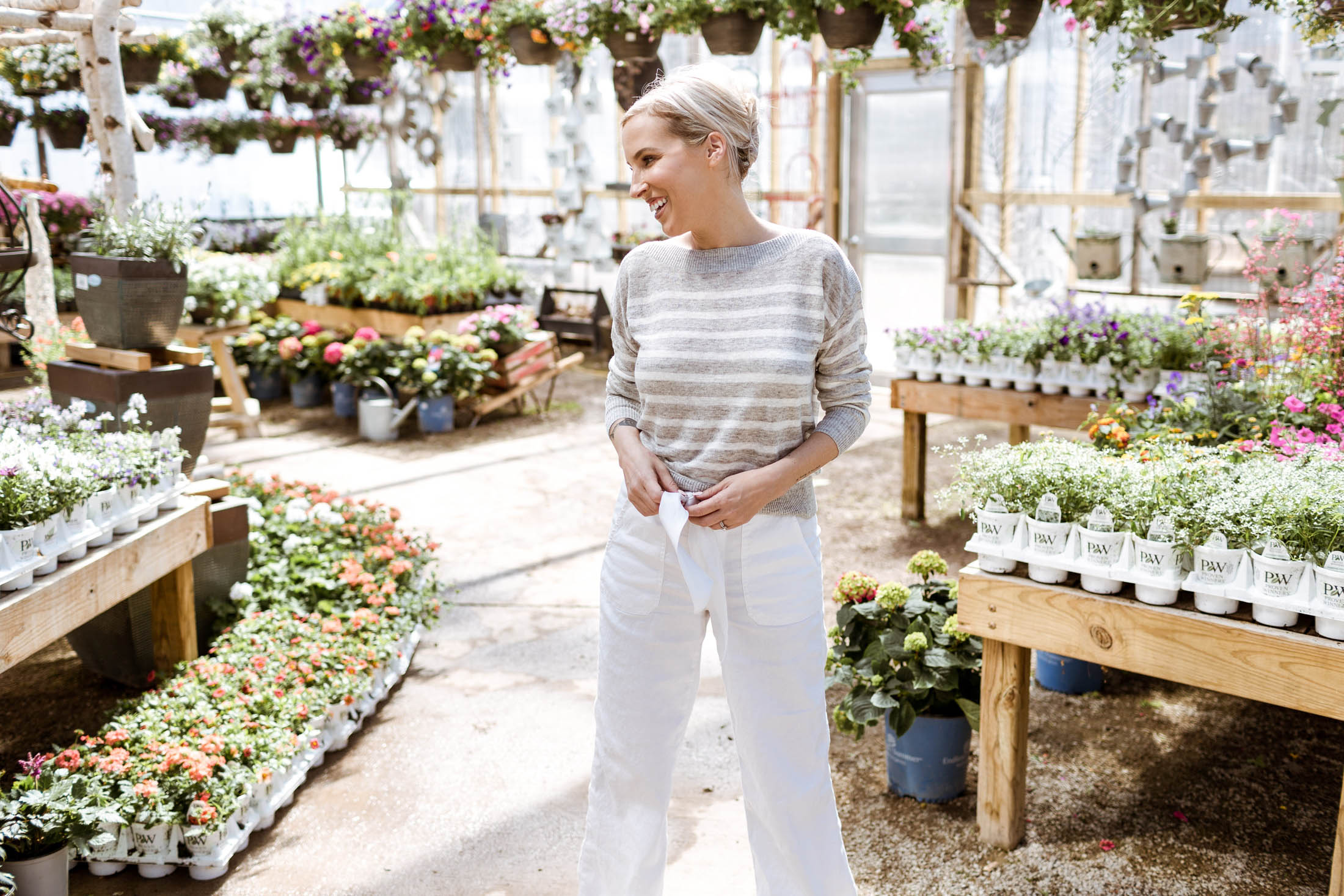 A cool, casual combo for spring & summer that never goes of style? White linen pants. Dress 'em or dress 'em down, they're a timeless go-to. See how.
