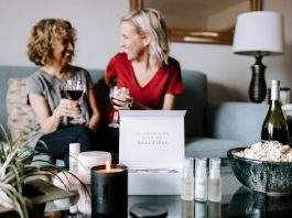 A mini-spa in box. That's the experience we had with our moms this Mother's Day. Colleen Rothschild's latest skincare & haircare totally nails the gift set.