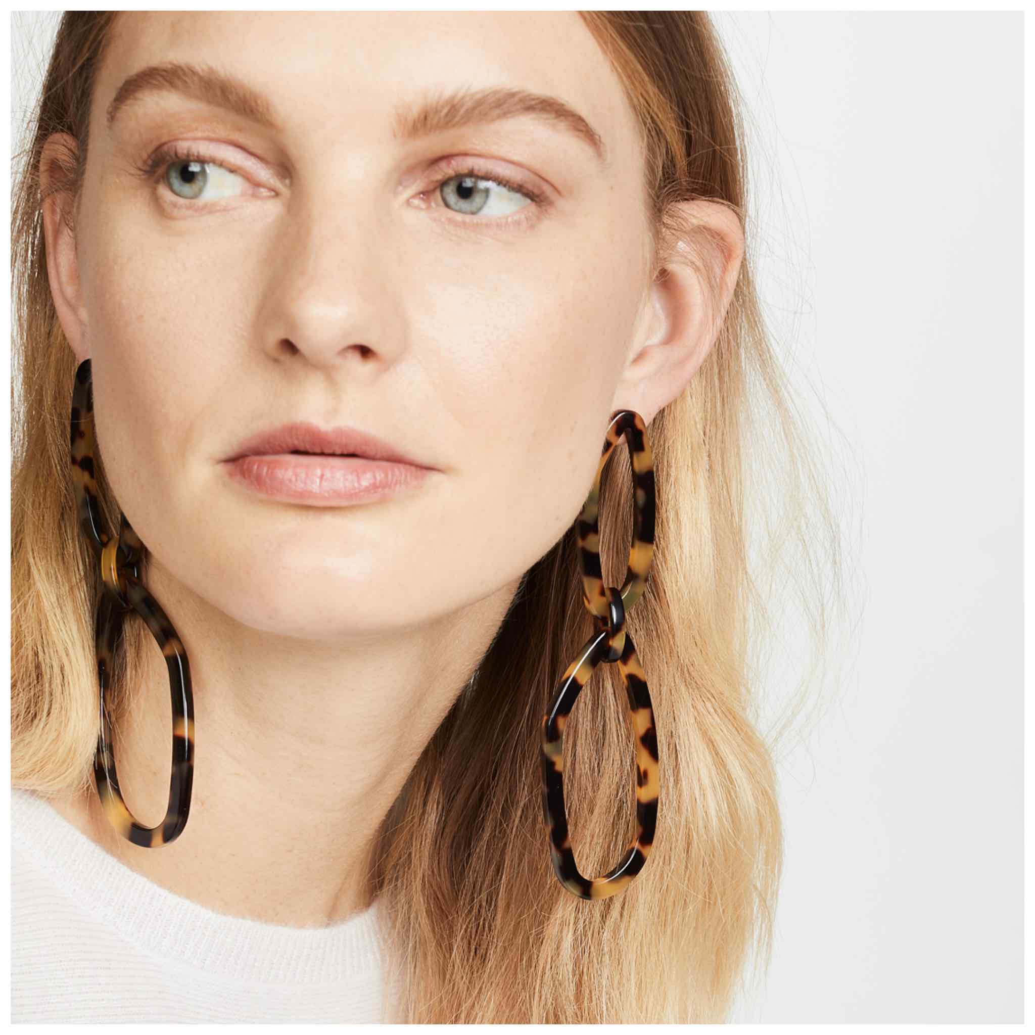 Tortoise shell earrings are THE jewelry trend of the year & we know why: they're an easy outfit upgrade for any style. Our top 10 pairs are right here!