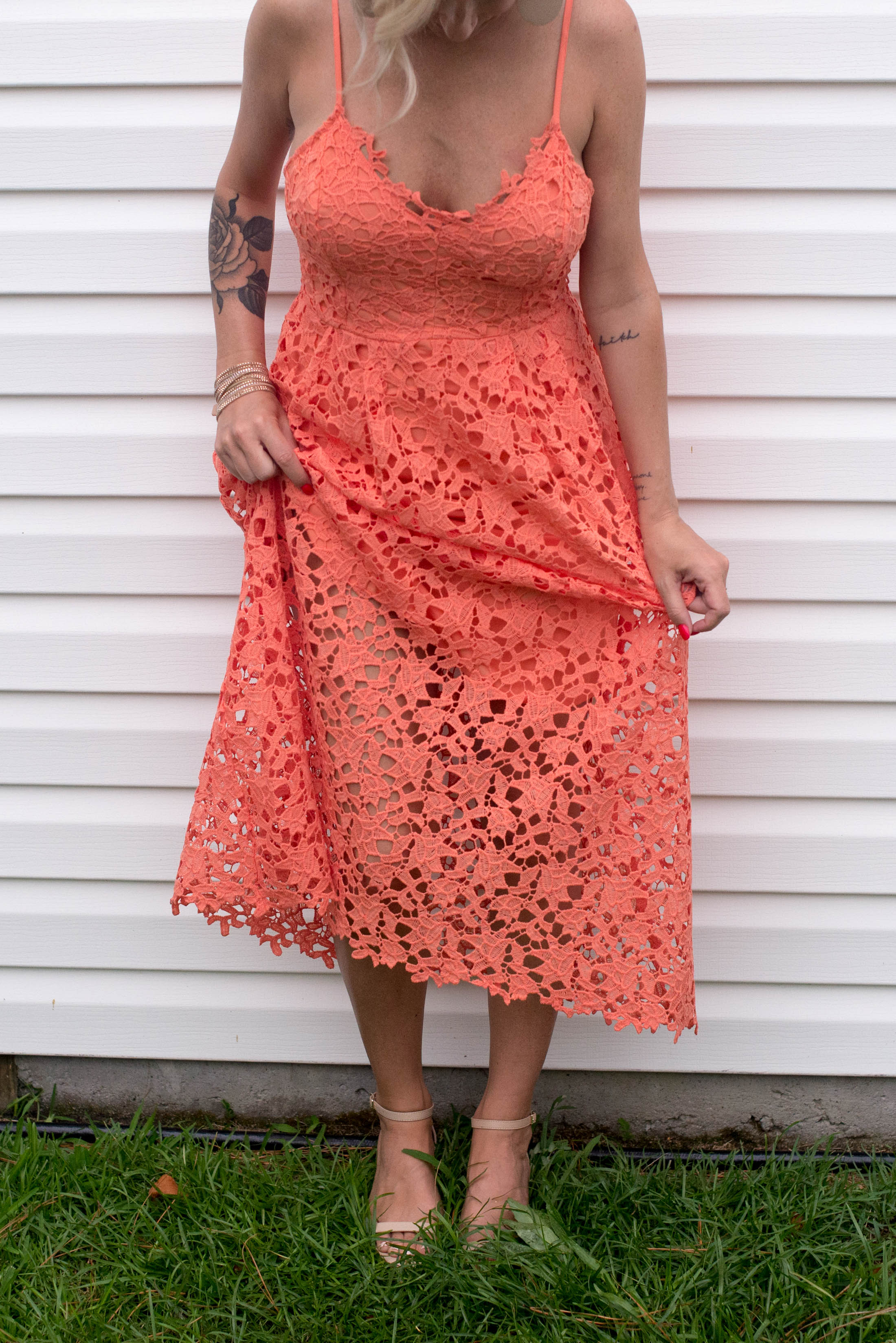 Gals —we may not be able to solve all your probs, but what to wear as a summer wedding guest —we got that. This pretty lace midi dress has answered.