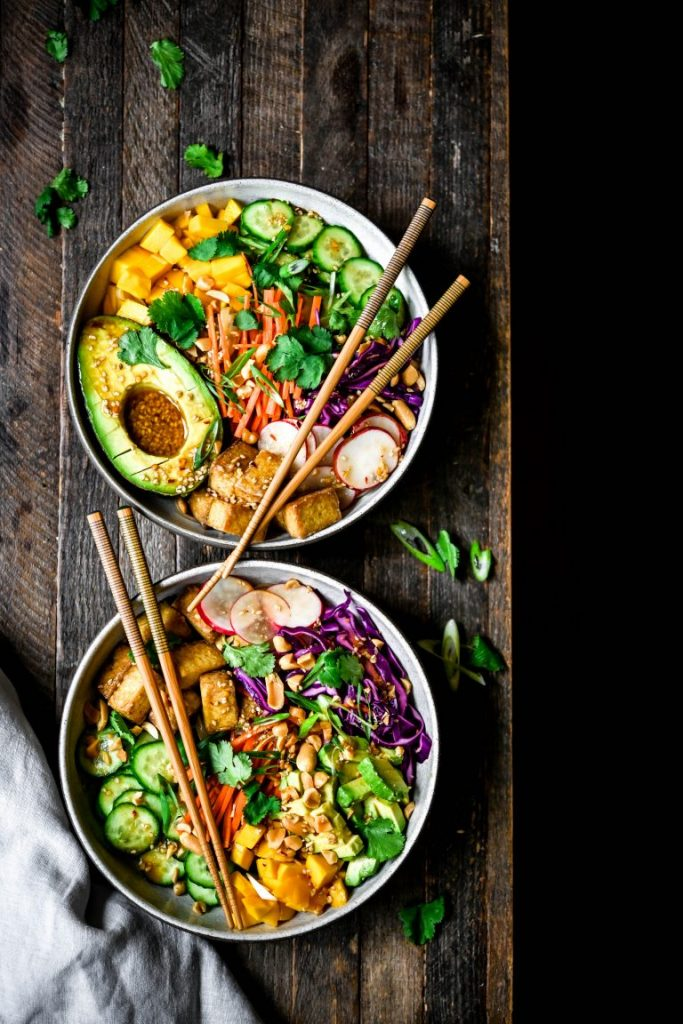 Hand us easy, healthy dinner recipes (esp for weeknights) & we're perma-swooning in the kitchen. 10 veggie bowls that can be adapted to all diets? YES.