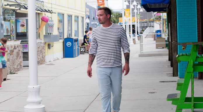 The light wash denim trend has hit men's fashion too. We're loving J.Crew's eco-jeans crafted at a factory using renewable energy & recycled water. WIN-WIN.