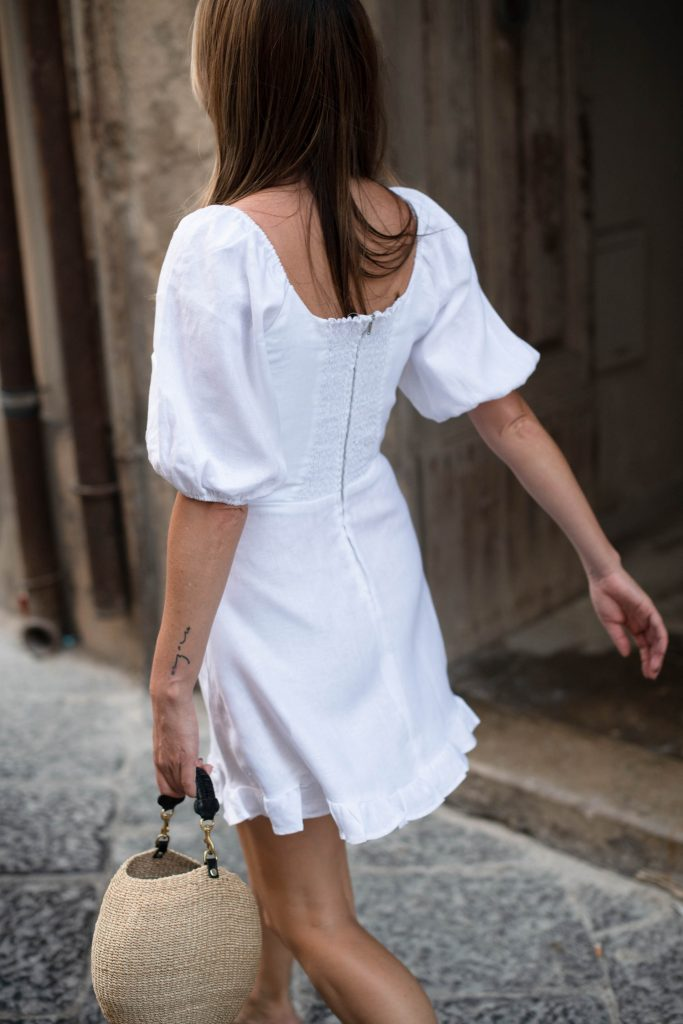 This fall trend has a romantic twist — all flattering bustlines & collarbones…EITHER Full-On Juliet w/ puffed sleeves & bodices…OR '60s French girl w/ square necklines & minimalist shapes.