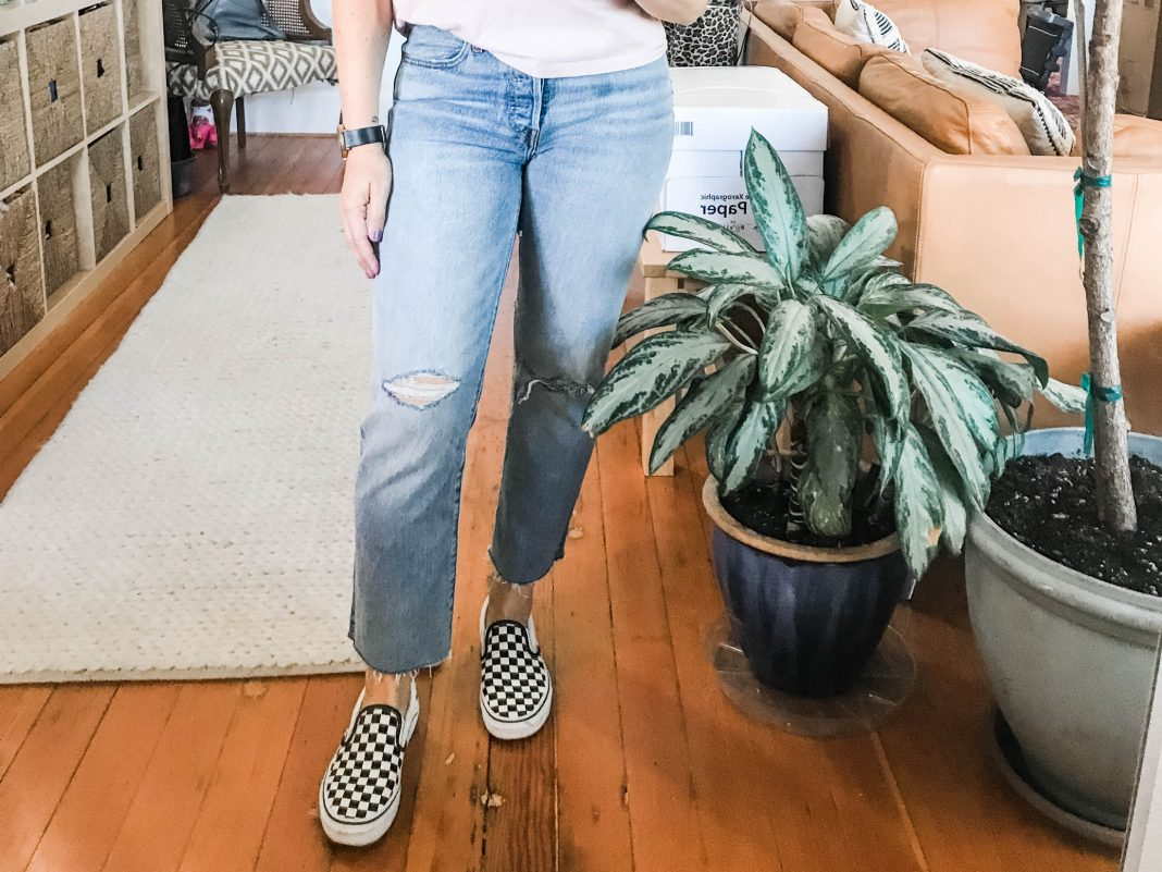 Jeans, sneakers & t-shirt outfits are an insanely comfy go-to for that #momlife streetstyle aesthetic — & we've found 4 ways to up the interest. See inside.