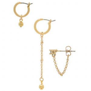 Asymmetrical earrings saving the day: adding interest to work outfits, providing oomph to casual outfits & revving up date night style. Top 10 pairs, here.