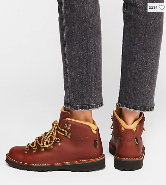 Aw...YES! Fall fashion, ya'll. Combat boots, hiking boots, chunky sweaters, double-breasted blazers & plaid. Get cozy & see the trends we're really buying.