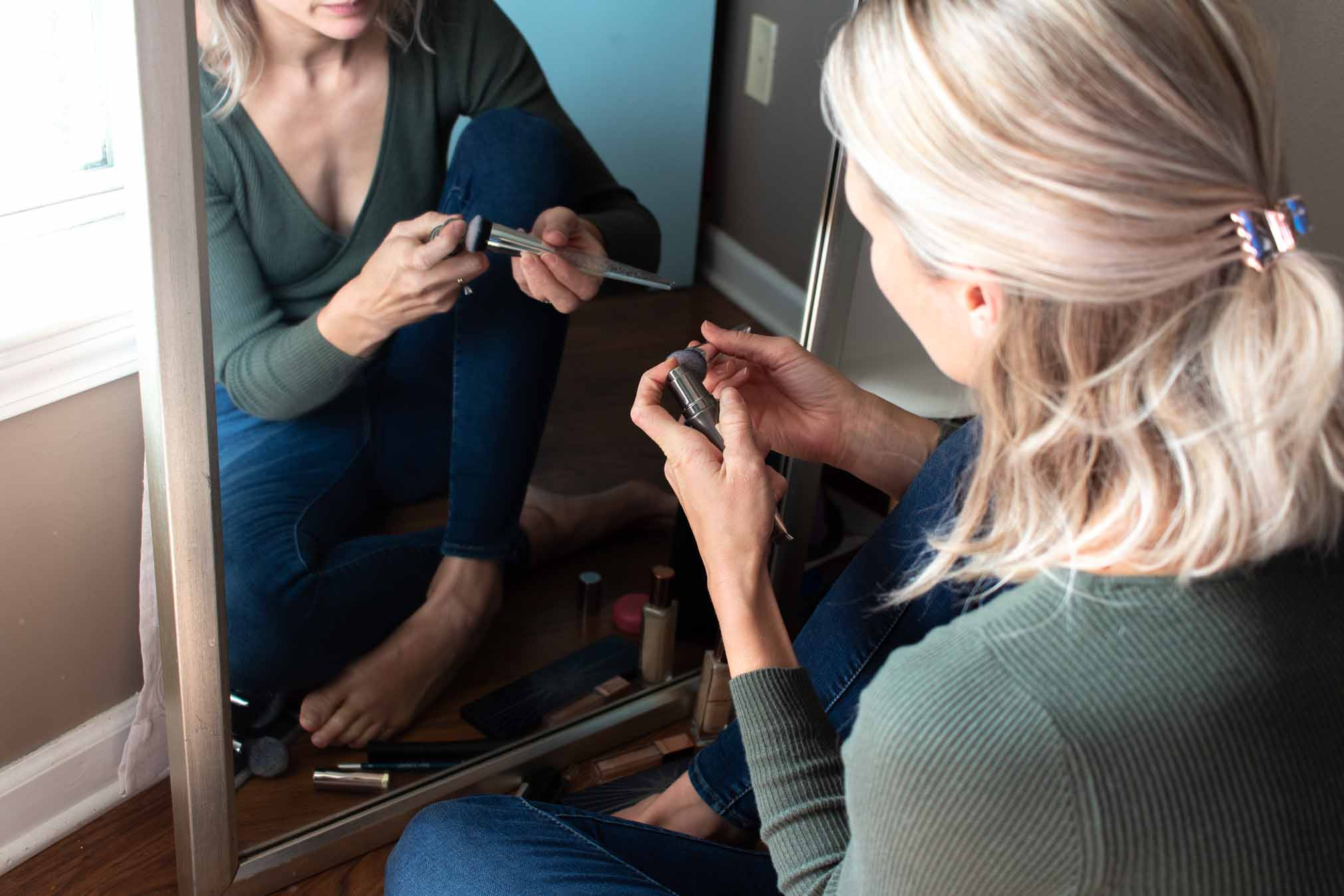 For shopping & applying makeup, I take the easy way out (WHO HAS TIME FOR THAT??!) I always reorder the same tried-&-true products -- the 1s I trust to do their thang.