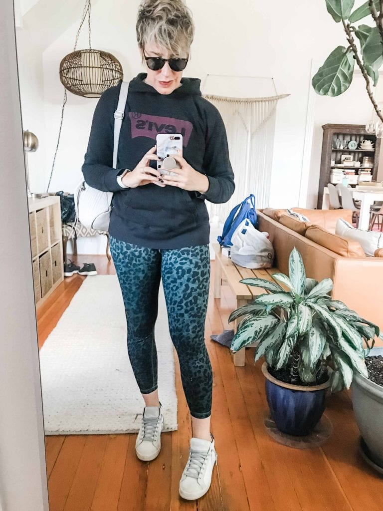 Running out the door on cold mornings kinda sucks. We're here for ya w/ 6 cute, comfy outfit ideas for school drop-off, errands or maybe even....work. Wink;-)