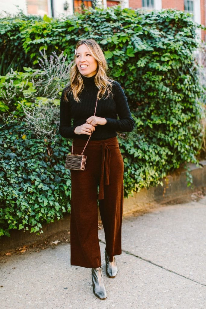 We're pretty sure you need this 1 thing for Thanksgiving travel: sweater pants. We styled 4, cute, comfy outfits for the plane & dinner. You're welcome.
