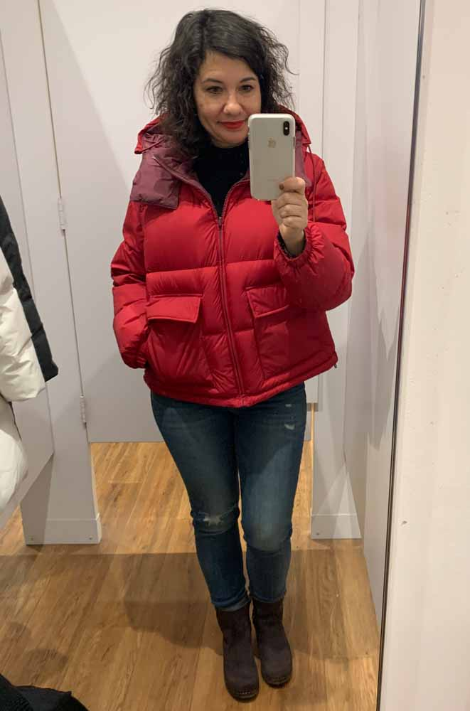 I LOVE my navy Uniqlo puffer. I've taken on the challenge of finding the PERFECT jacket & took a trip for some #DressingRoomSelfies (8 cute coats, inside).