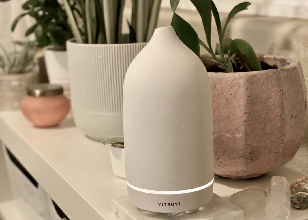 We've had a few different oil diffusers, so when the Vitruvi essential oil diffuser went on sale at Anthro, we decided to take the plunge & check out the hype.