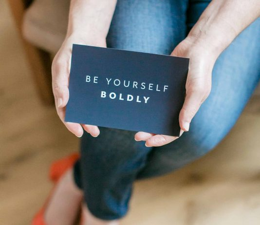 Be Yourself Boldly — we're talking w/ Shanna Hocking re: inspiring personal & professional brand, gratitude at work, a fulfilling career & being a working mom.