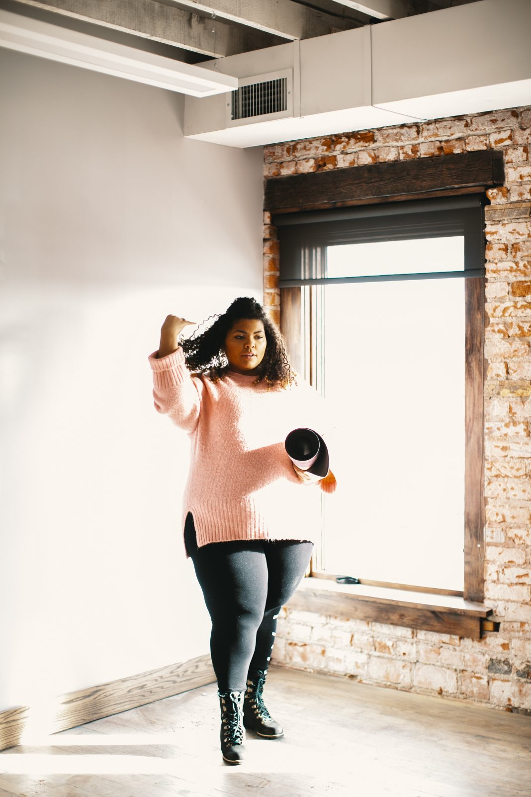 We often follow our am yoga class with a post-workout brunch celebration. Cute oversized sweaters are the perfect winter workout-to-brunch outfit solution.