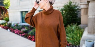 We're obsessed w/ the Free People knit tunic sweater — it's perfect for winter outfit-making. Wondering how to wear it? We've 8 ideas for all occasions.