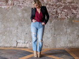 Mom jeans are made to highlight the waist. Tuck in shirts, tie tops, knot tees & wear cropped jackets. Let that waistband show. 3 keys to styling mom jeans.