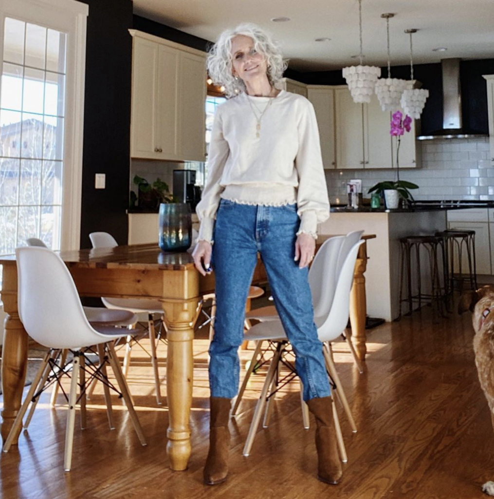Mom Jeans are fo' sho a love 'em or hate 'em denim trend. Readers are bringing us mom jeans styling inspo (8 ways to wear 'em) for the #TMEStyleChallenge.