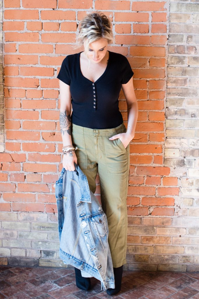 We're obsessed with these green cargo pants. Made of eco-friendly Tencel™, super-soft & perfect with ABLE's sustainable denim jacket. Cute, comfy win.