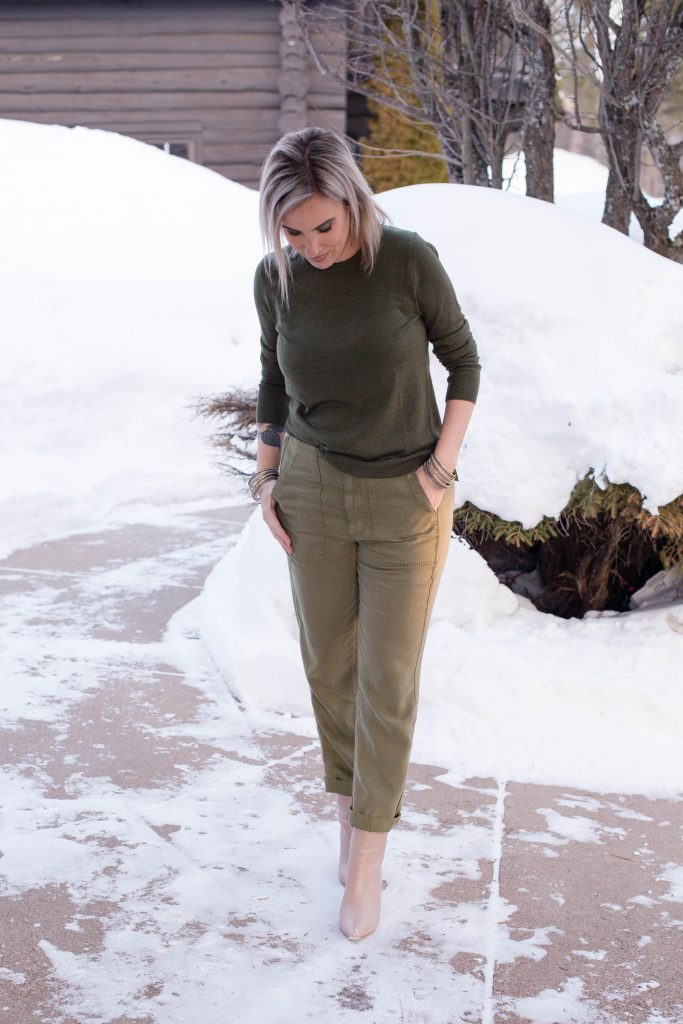Super-soft & sustainable, J.Crew Seaside cargo pants are the perfect alternative to jeans & make for great monochromatic outfits (instead of all black).