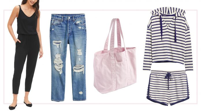 Featuring classic denim, an easy tote & 9 other outfit pieces, this Gap capsule wardrobe covers lounging, video calls, workouts, errands, outings & more.