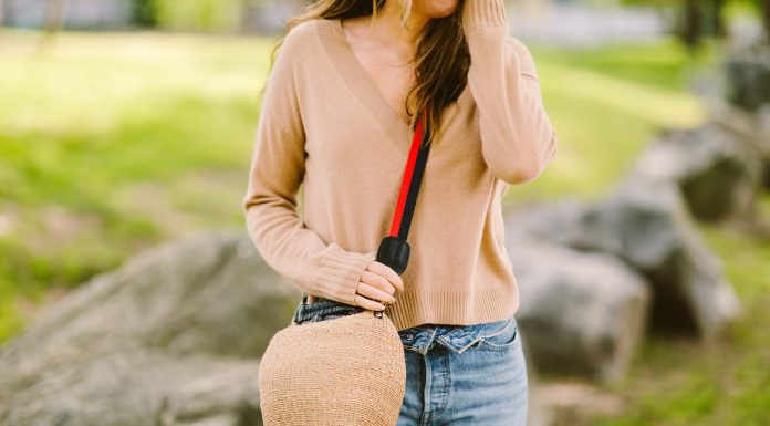 I call this woven goodness the 'honeypot bag,' but its real name is the Clare V Pot de Miel. It's sturdy, has texture & can fit a lot. Outfit ideas + why its worth it, inside.