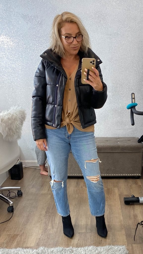 Abercrombie's Fall preview sale is on fyah! Think faux leather puffer jackets, vegan leather pants, mom jeans & cozy loungewear...try-ons right here.