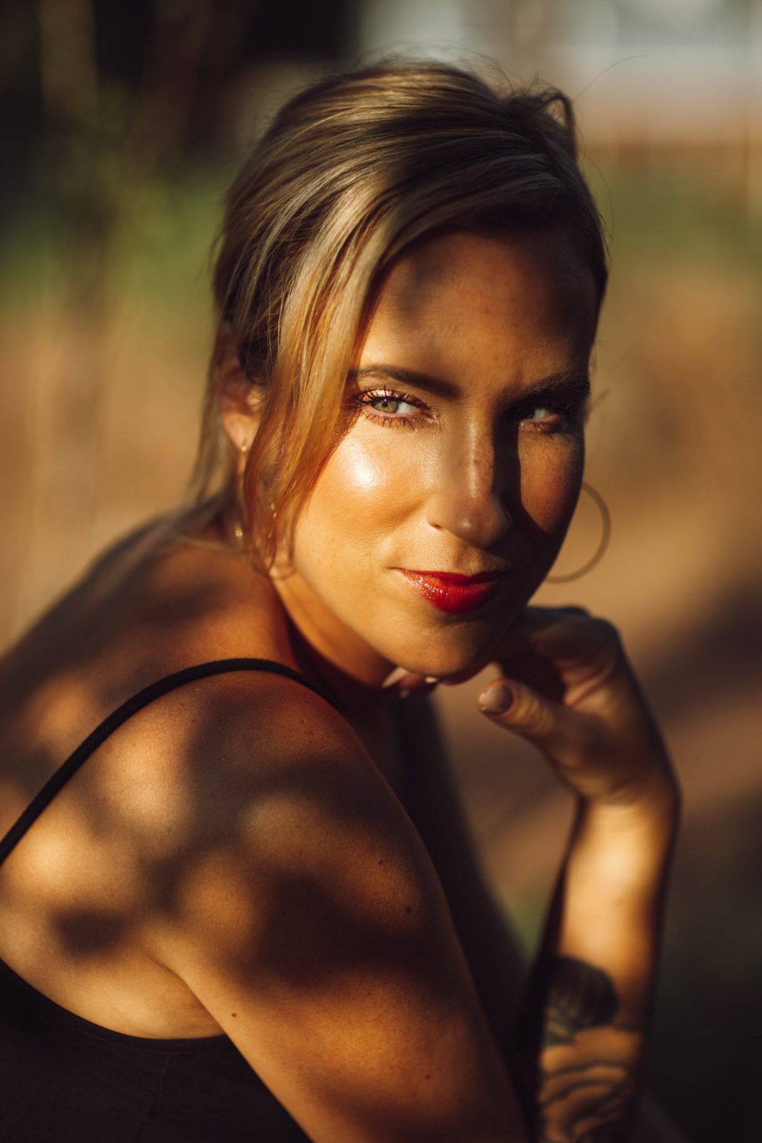 Our top makeup products from Nordstrom for glowing skin + how to get it in 5 easy steps. Foundation, bronzer, mascara, lip gloss & powder = sun-kissed glow.