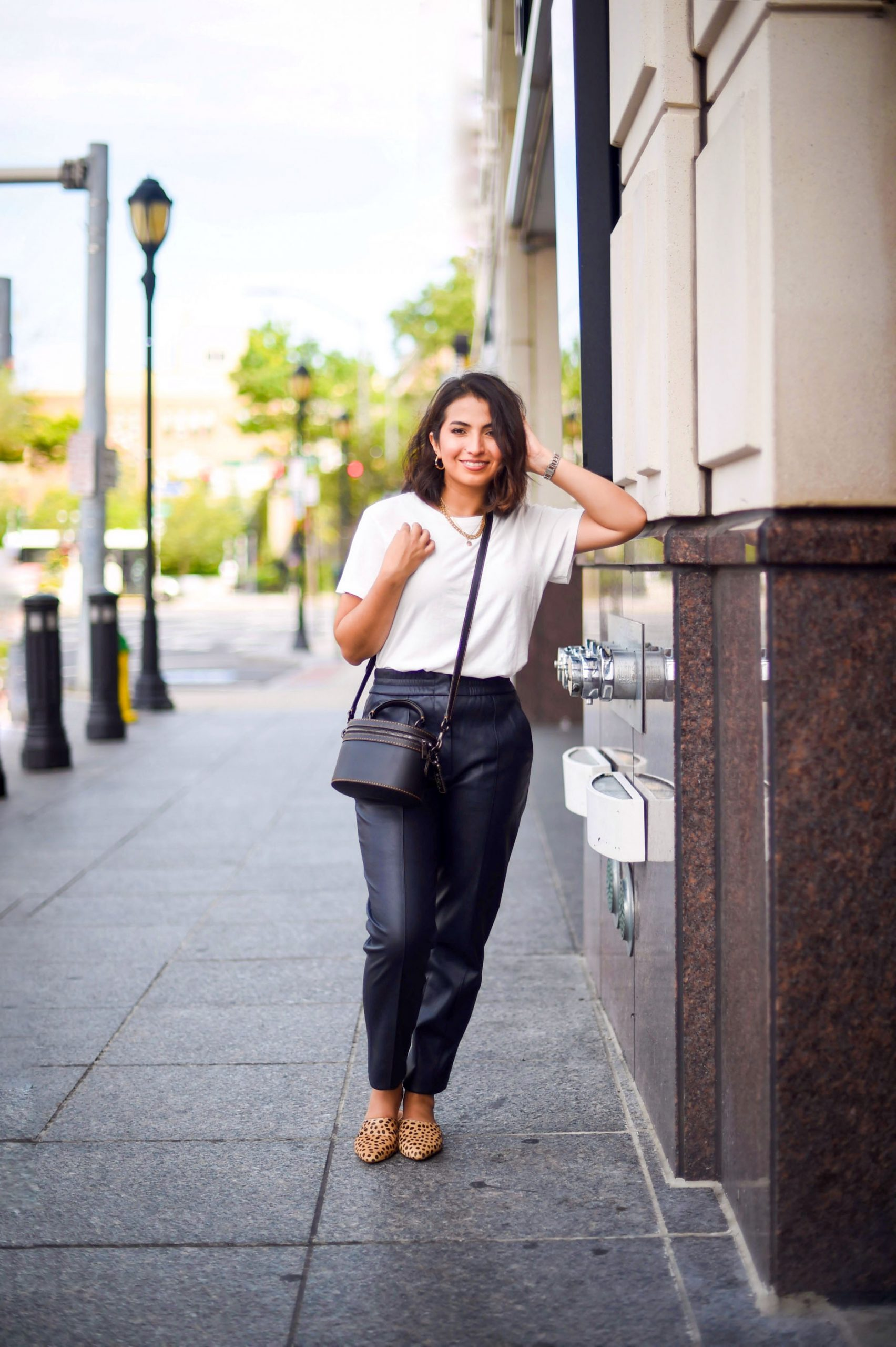 Tired of sweatpants? We swear by faux leather pants with an elastic waistband for a casual outfit. Soft, luxe & comfy. Instant badass feeling.
