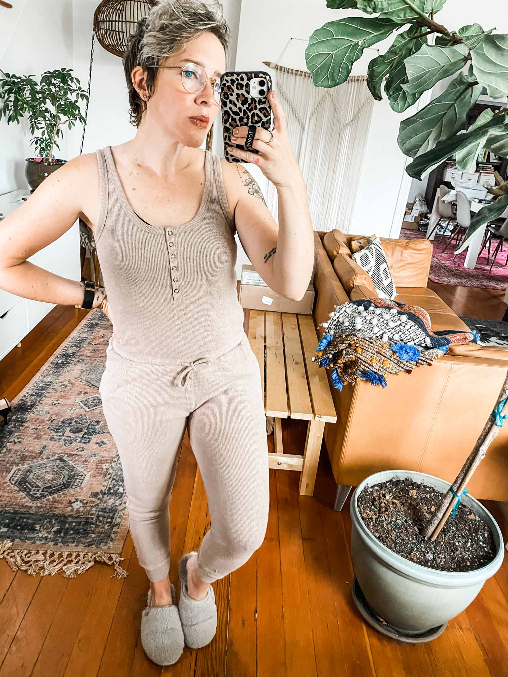 Cute loungewear is on the order. Think comfy matching sets, jumpsuits & rompers. Our Z Supply loungewear review is right on time.