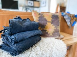 We totally dig on really good black wash jeans. So we're reviewing 5 pairs of straight-leg denim, including Levi's, MOTHER, AGOLDE & more.