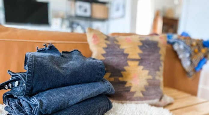 Searching for the best jeans? We got you. We scour the internet so you don't have to —then we try-on, photograph & review ALL. THE. JEANS. You're welcome.