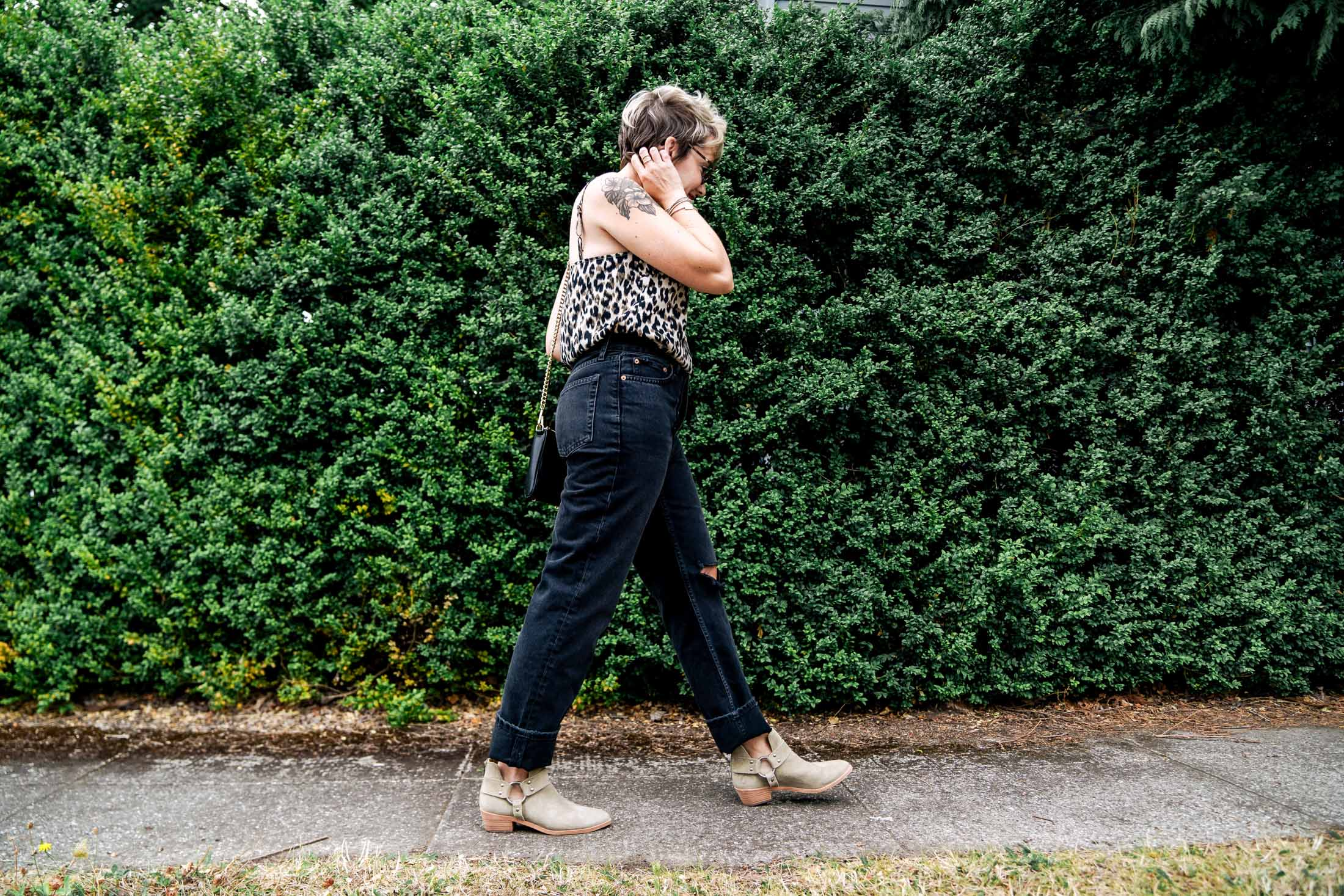 Not all shoes vibe w/ straight-leg jeans, but here are 10 pairs that do...These styles tend to be most flattering & least fussy, especially for warm weather.