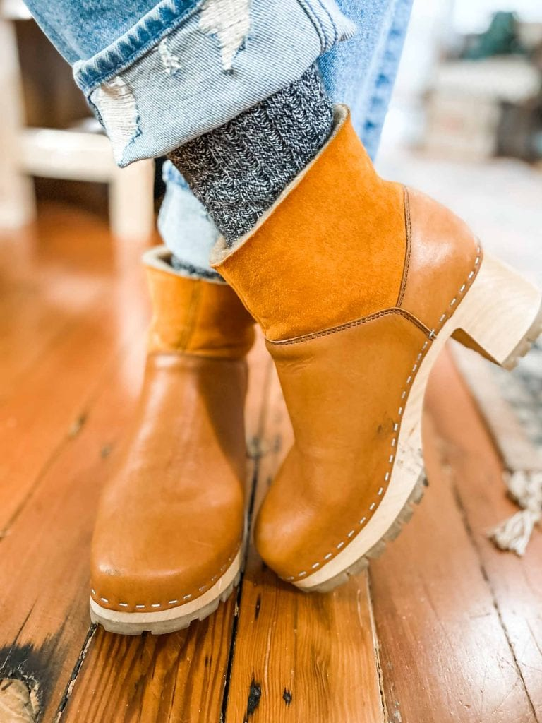We're obsessed with cozy, lined wooden clog boots. It's our 2nd time around reviewing Swedish Hasbeens & No.6 — which brand is best?