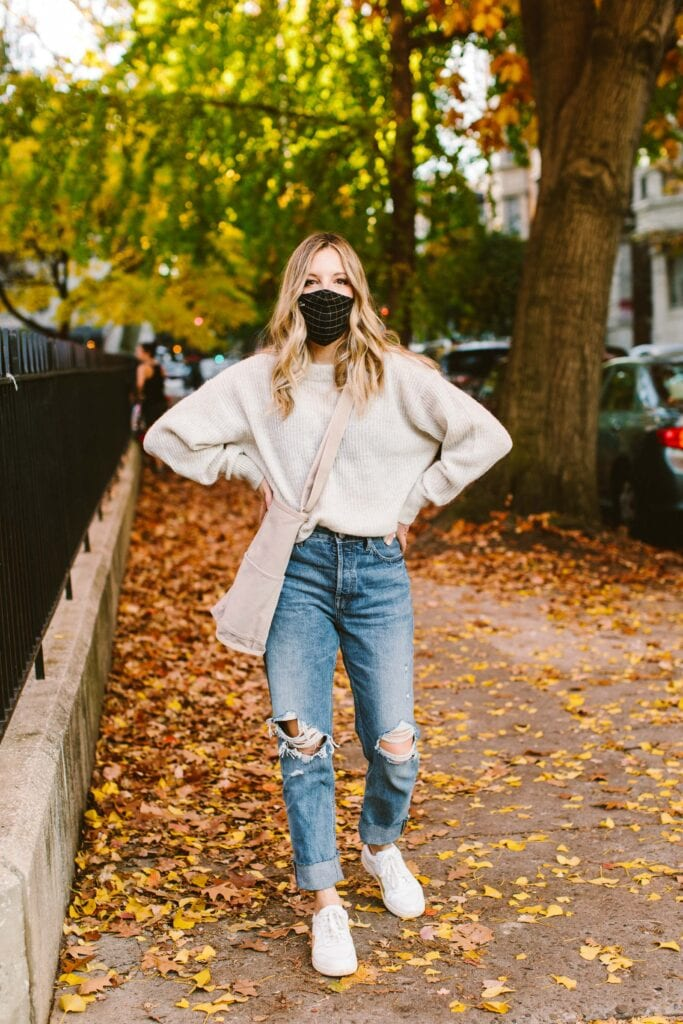 Styling high-rise, straight-leg denim (like Everlane's '90s Cheeky Jeans) is tricky. We've got ideas. Court sneakers, recycled Glove boots & the Puffy Puff are in order.