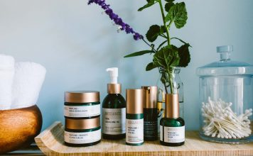 Biossance skincare, with plant-based, moisturizing Squalane, are clean synthetic beauty products we're obsessed with. A review, a gift set & a promo.