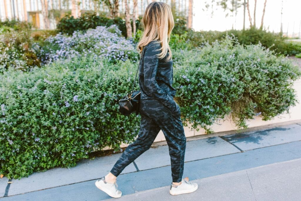 Vuori joggers & leggings are the kind of activewear I never want to take off. Sustainable, soft, technical & wildly beautiful. A review.