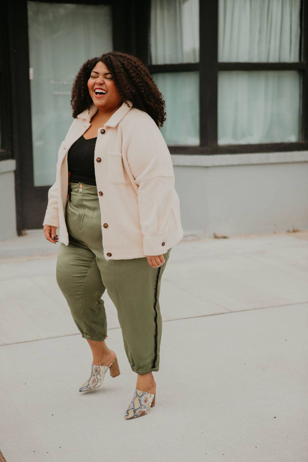 Joggers & shackets are nailing the outfit game. This shacket from Anthro isn't plaid, yet still a classic & the joggers are comfy — on trend for 2020.