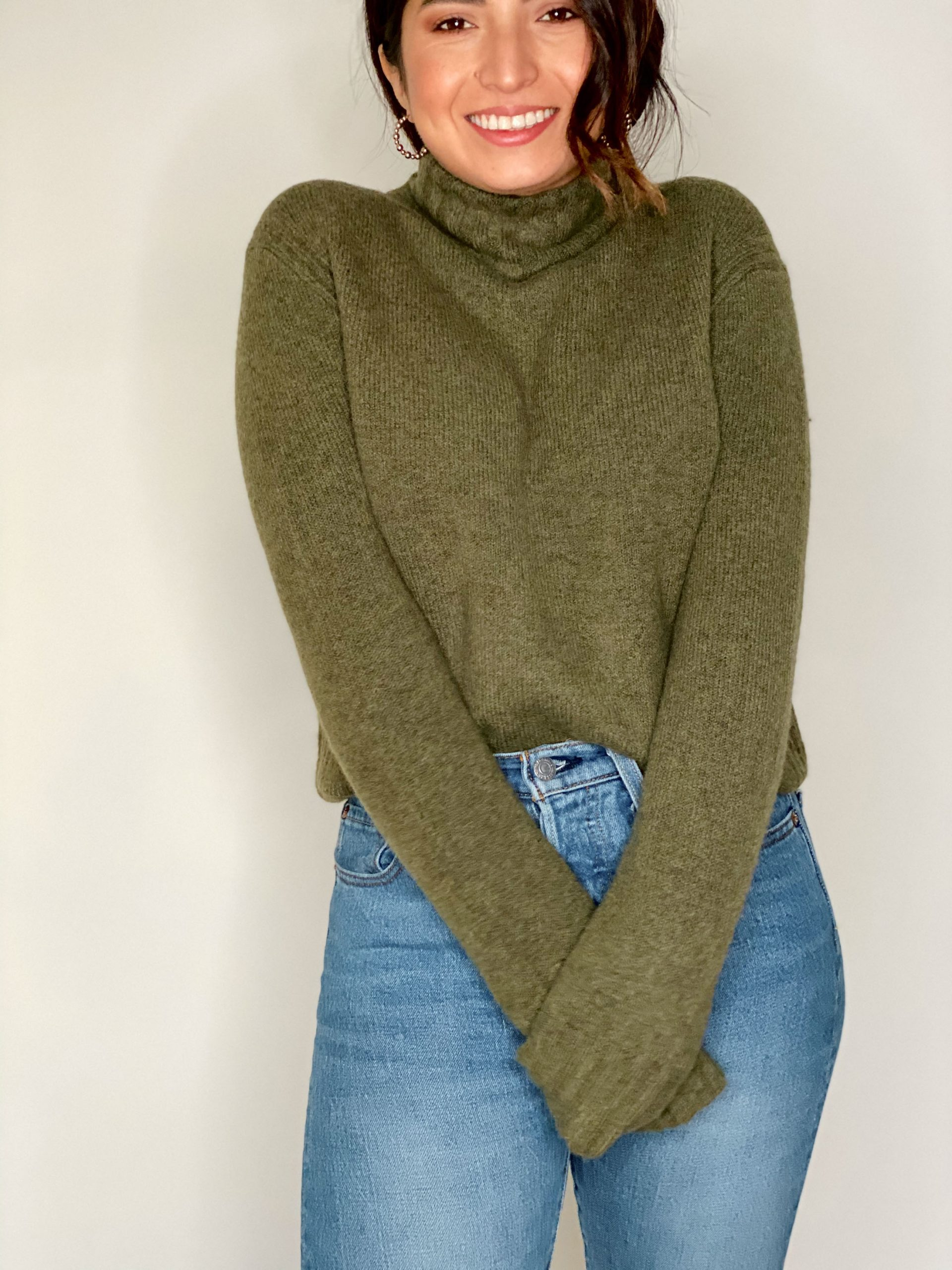 For your cold-weather momdrobe, we bring you warm, easy sweaters; coats in pretty colors & blazers to level up casual outfits or throw on for Zoom calls.