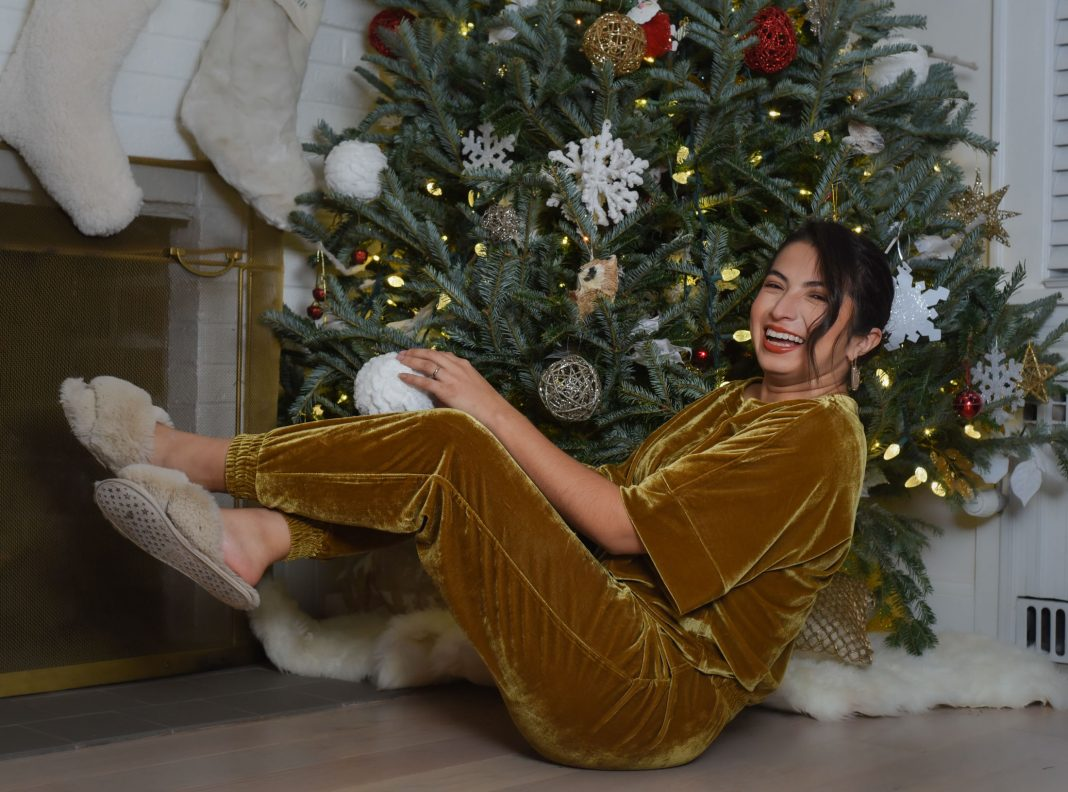 Trend alert! Velvet lounge sets (think joggers & velour tees) may just be the holiday outfit solution for 2020. Glam. Festive. Comfy. Done.