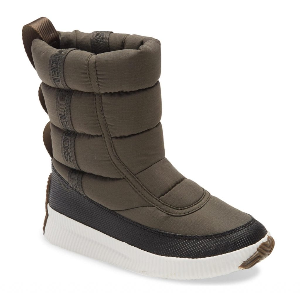 A winter boots update is in order. On deck? The puffer boots trend. SO, we tried 6 cute pairs. Needs: great traction, comfy & waterproof. Sorel? UGGs? Let's see.