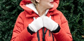 There's something about the color red. Happy & bright is what we're thinking & the Amazon Orolay coat delivers. Check out this hood + these pockets.