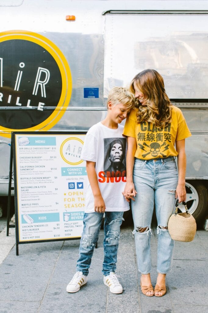 So. After 10+ years of denim experting, here are The Mom Edit's fav jeans under $100. Levi's, Madewell, Abercrombie, Everlane & more brands.