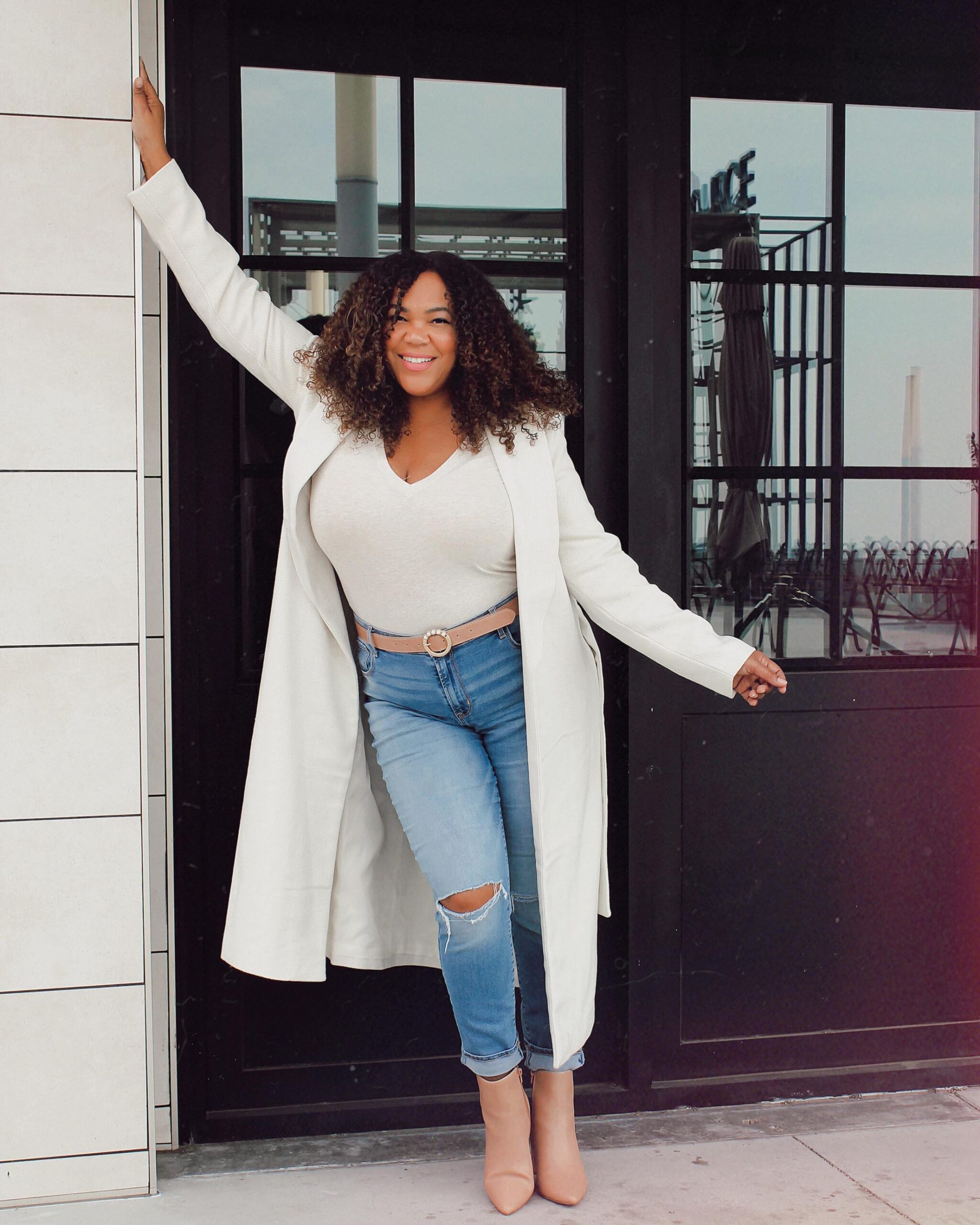 Dr. Vivian Rodriguez is a bilingual Dominican American whose blog covers topics ranging from fashion & lifestyle, to content creation & mental health.