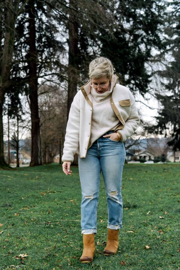 MOTHER Tomcat ripped cropped straight leg jeans are flirty, stretchy & have the perfect wash. We pair 'em w/ clog boots, kitten heels & slippers for 3 cute outfit ideas.
