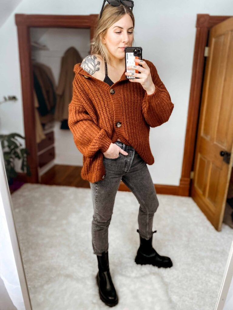 ...I reach for a crop tank daily. I have a few different outfit formulas: for showing off the crop or keeping your torso well-covered, here are 4 ways to rock a crop tank top!