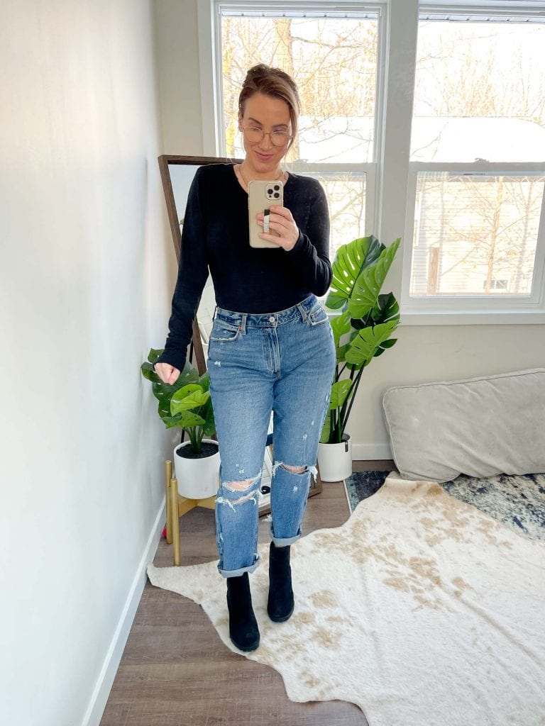 Abercrombie Curve Love High Rise Mom Jeans for all! Available in 8 washes + sizes 23-37W (short, regular & long!), we love how the team rocked 'em.