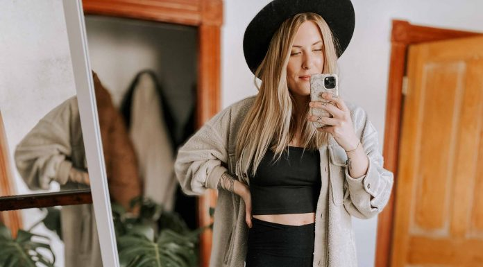 TikTok is a force to be reckoned with. Apparently, crossover leggings hug the body making you look trimmer + curvier. So, The Unicorn Of Leggings? I had to find out.